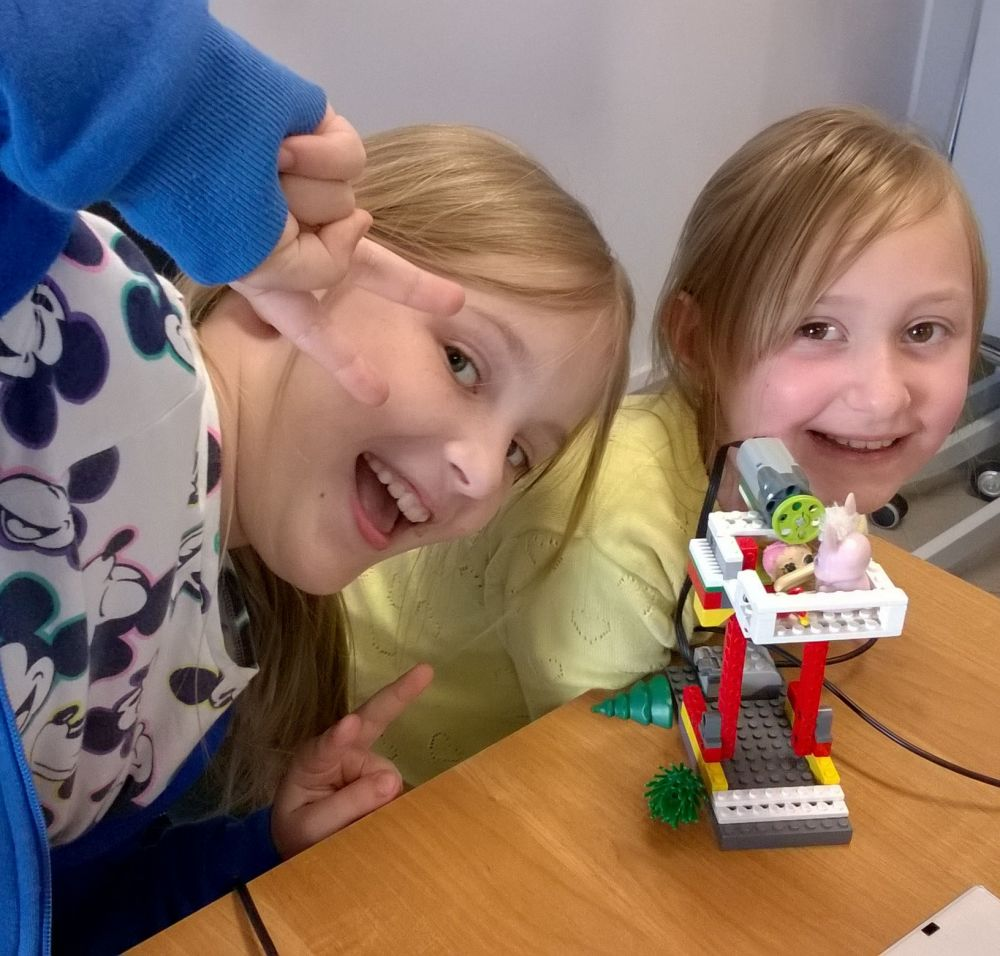 Kosmiczne Wakacje z robotycznym zestawem dla dziecka
